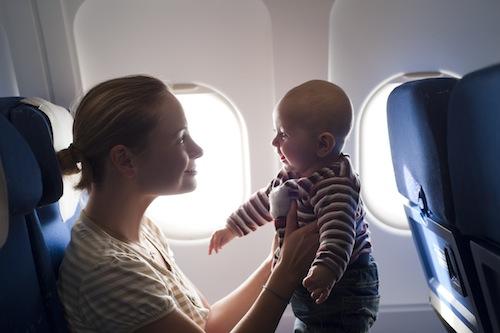 Viajando de avião com um bebê – o que você deve saber