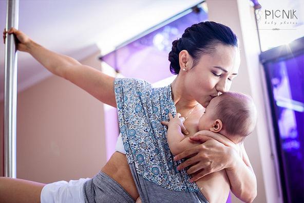 ensaio fotografiaco diferente de mae e filho com pilates e pole (13)