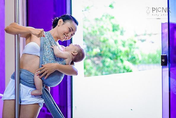 ensaio fotografiaco diferente de mae e filho com pilates e pole (14)