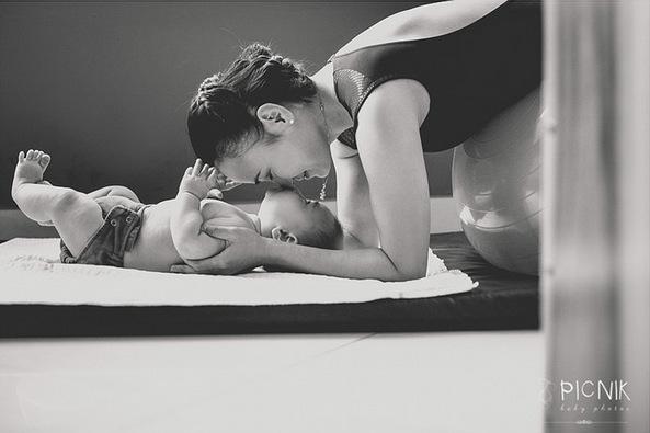 ensaio fotografiaco diferente de mae e filho com pilates e pole (28)