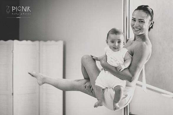ensaio fotografiaco diferente de mae e filho com pilates e pole (6)