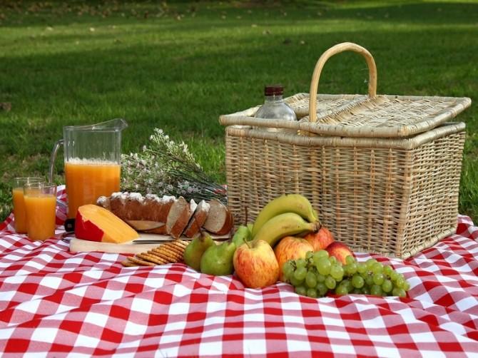 cicnic-eating