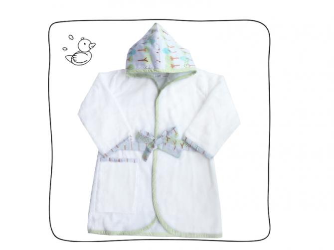 Roupão Vert – Roupão infantil para piscina, mar e banho. Com toalha super felpuda, capuz em tecido estampado, bolso lateral e cinto para amarrar.