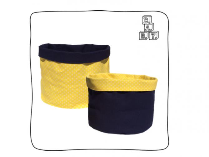 Saco de brinquedo Amarelo – Saco organizador de brinquedos. Feito em sarja amarela com estrelas brancas e lona azul marinho.