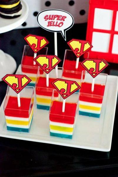 Fonte: http://karaspartyideas.com/2013/08/superhero-party-on-a-budget.html