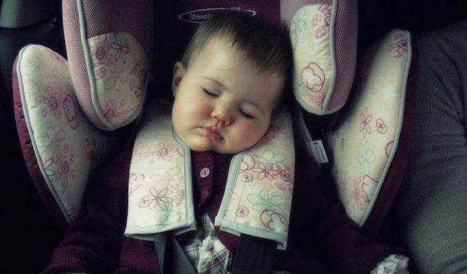 bebe dormindo em bebe conforto