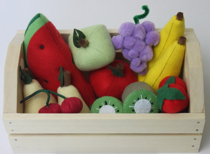 cesta de legumes em feltro