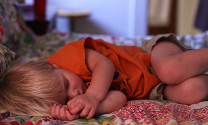 Calor e desidratação infantil – saiba tudo sobre isso